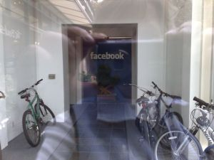 Facebook Vs Twitter – Who's Office Is Cooler ? :The coolest office designs
