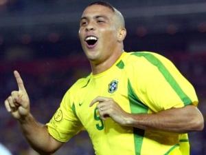 Ronaldo Vs Rémi Gaillard -The show continues,best football skillsbest coolest images, cool football skills, football skills, Ronaldo retiring, Ronaldo Vs Rémi Gaillard, ronaldo's skills, Ronaldo;s best Goals Ever
